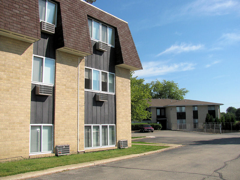 Magnificent Carlson Apartments In Dekalb Illinois Hillcrest Place Download Free Architecture Designs Intelgarnamadebymaigaardcom
